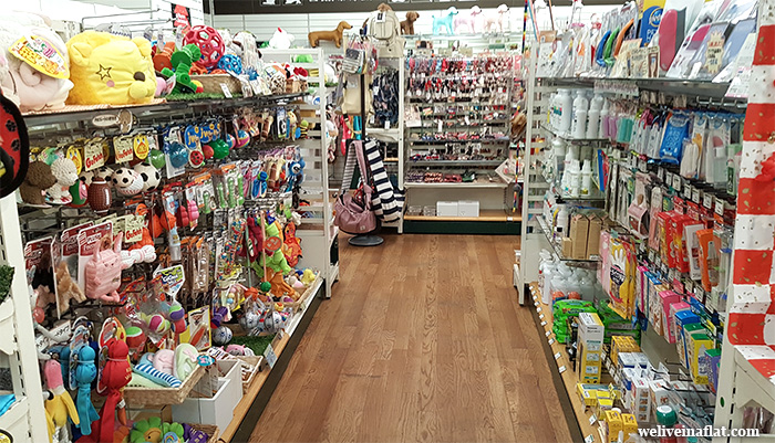 Kyoto and Osaka Pet Shops for Cat & Dog Goods - We live in a